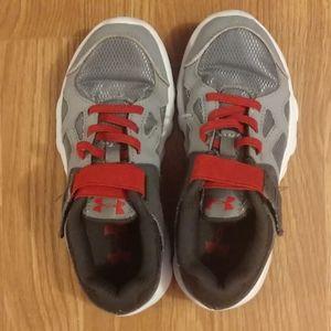 Boys Under Armour shoes size 1
